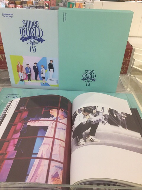 160421 SHINee @ Photobook SHINee World Concert IV 26503600701_22bbb1c5a4_z