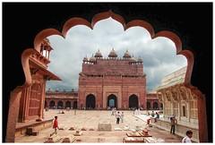 Akbar' Entrance (Peter L Barker) Tags: india sufi masjid mogul mughal moghul fatephursikri mogal chisti aklbar