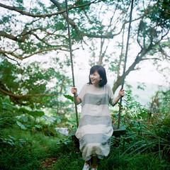 YA~ () Tags: light portrait 120 6x6 tlr rolleiflex zeiss zoe square bokeh taiwan carl fujifilm taipei    vvg pro400h 28e