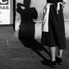 Era la sombra de Esperanza (organiq) Tags: street blackandwhite blancoynegro calle streetphotography rua rue carrer blancinegre  blancetnoir  strase  fotografadecalle schwarzweisfotografie strasenfotografie