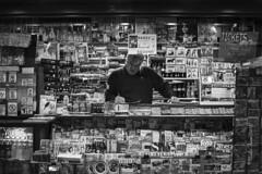 kiosko (Nicolas Ferrer) Tags: street blackandwhite bw blancoynegro iso800 calle streetphotography sigmalenses fotografiacallejera fotografiadecalle canoneos60d stphotographia