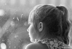 Aquele momento (Vanderli S. Ribeiro) Tags: retrato pb nik criança menina pensativa vanderlisribeiro vanderlisr