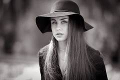Anamaria (mugensx) Tags: portrait white black girl hat zeiss bokeh sony alpha dslr 135mm a900 13518