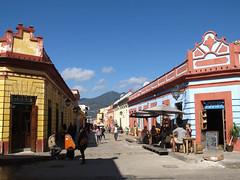 "San Cristóbal de las Casas: la rue Real de Gadalupe <a style=""margin-left:10px; font-size:0.8em;"" href=""http://www.flickr.com/photos/127723101@N04/25590325062/"" target=""_blank"">@flickr</a>"