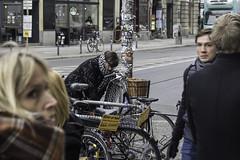 Woman completes Bike (kohlmann.sascha) Tags: street people woman berlin bike bicycle deutschland donna traffic femme mulher streetphotography streetportrait technik menschen frau technique verkehr velo fahrrad mensch twowheeler 女人 fortbewegungsmittel 女子 zweirad biciclo deuxroues streetfotografie laseñora strasenfotografie 两轮车 же́нщина фра́у