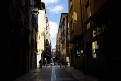 goienkale (adrizufe) Tags: street shadow nikon streetphotography bizkaia durango basquecountry nikonstunninggallery aplusphoto goienkale d7000 adrizufe adrianzubia
