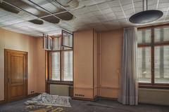 Le btiment 118 (www.darnoc.fr) Tags: photoshop jaune canon eos bleu abandon maison batiment ancien lightroom 6d urbex industriel abandonn 24105 pourpre friche 24105mm ef24105mmf4lisusm eos6d
