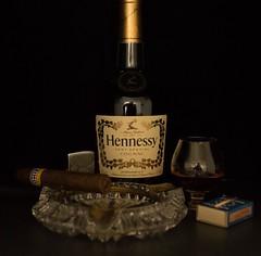 Dies und das! (Gnter Hentschel) Tags: germany deutschland nikon europa indoor alemania cognac alkohol allemagne germania flaschen langeweile hennessy nikond3200 allerlei mariadorf mnnerspielzeug d3200