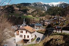 Beaufort sur Doron (Bob03C) Tags: village route neige savoie glise beaufort printemps courbes beaufortain classicchrome