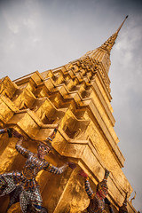 Thailand - Wat Phra Kaeo (Cyrielle Beaubois) Tags: thailand temple gold bangkok buddhism palace thalande asie wat kaeo phra bouddhisme 2015 canoneos5dmarkii cyriellebeaubois