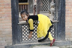 Hangin' out! (DepictingPhotos) Tags: nepal children weddings