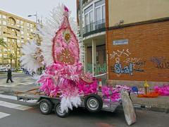 cartagena carnival 2016 (maximorgana) Tags: carnival pink people building tree car wheel walking farola crossing pavement balcony feather palm zebra sack float cartagena saco tyre remolque colorinchi alamedadesananton