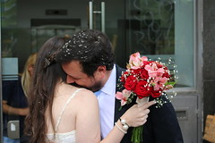 Amor (Macarena.V) Tags: flowers wedding love beauty loving canon eos couple moments married you amor joy happiness husband just wife bouquet miss tender casamiento newlyweds dulce ternura 70d