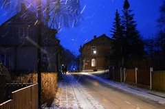 Jaanuarihtuses Haapsalus (anuwintschalek) Tags: street winter night evening abend estonia nacht streetlamp strasse january lantern snowfall lumi laterne latern strassenlaterne eesti estland  talv 2016 schneefall haapsalu tnav htu d7k lumesadu nikond7000 tnavalatern 18140vr