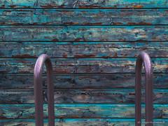 Wooden wall (Jrgen Kornstaedt) Tags: wood france wall turquoise peelingpaint simple fr blagnac minimalist iphone midipyrnes 6plus