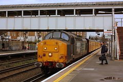 Train Crew Pick up at Kenny 'O' (Chris Baines) Tags: test green train rail olympia network kensington deby hither 37667