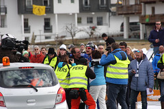 Weissensee AET 2016 - Niels Mesu opgevangen door ouders en pers (Andrea van Leerdam) Tags: winter austria oostenrijk weissensee ijs schaatsen natuurijs aet2016 nielsmesu