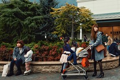 Japan (Navelless) Tags: street people japan shopping japanese asia sony streetphotography daughters streetlife mothers nippon streetphoto outlet premium gotemba streetphotographer navelless rx100m4 rx100iv