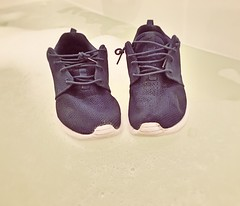 Floating Shoes (slo.jean) Tags: old wet water one floating run nike used worn torn swimm roshe