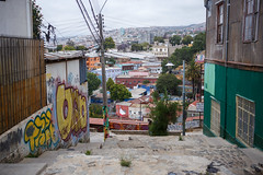 Valparaso, Chile (silkylemur) Tags: chile street southamerica canon lens zoom streetphotography fullframe valparaso canoneos ef canoneflens canonlens canonef2880mmf3556ii regindevalparaso  efmount canonef2880mm basiclens strasenfotografie canoneos6d