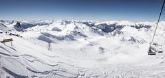 Les Alpes (Laurent VALENCIA) Tags: panorama snow ski france alps building sports montagne alpes canon buildings woods panoramic ciel surfers neige foule savoie laplagne matin pistes skieurs frenchalps randonne immeubles sapins glisse