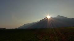 Schnappenberg (Aah-Yeah) Tags: sunlight sunrise bayern sonne sonnenaufgang sonnenstrahlen achental morgennebel chiemgau grassau hochlerch luchsfallwand aschafeld schnppenberg