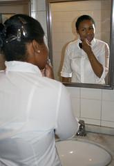 BF_Trabalho_20093003_AN_06 (brasildagente) Tags: maquiagem mulheres reflexos espelhos alunos homens pratos garons garonetes cursosdecapacitao cursosdegaron
