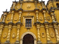 """Léon: Iglesia de la Recolección et les symboles de la Passion du Christ <a style=""""margin-left:10px; font-size:0.8em;"""" href=""""http://www.flickr.com/photos/127723101@N04/26626828625/"""" target=""""_blank"""">@flickr</a>"""