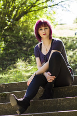 Portraitshooting mit Julia (svenru89) Tags: park portrait woman sun green sunshine female stairs canon garden hair spring model colorful warm purple 85mm lila treppe enjoy sit 7d grn frau sonne garten entspannt frhling sonnenschein haar sitzen weiblich farbfroh