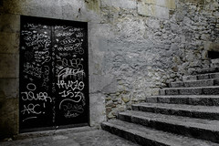 Hideout whispers (Xeviphotorider) Tags: door wall stairs pared puerta grafiti girona forgotten escaleras gerona vell gerone varri olbidado