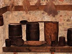 Cetatea  Neamtului - Muzeu     010 (MIHAI TROANA) Tags: ruine piatra stefancelmare muzeu lemn zale cetate luptator razboinic feronerie mihaitroana platosa