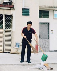 Cleaning 01 - Louis Ng Kok Kwang (CleaningAsia.com) Tags: singapore mp cleancity mewr louisng neesoongrc edwarddsilva nocleanersweek environmentandwaterresources masagoszulkiflim civicconsciousness hdbcleaning publichygienecouncil cleanandgreencity sgfuture