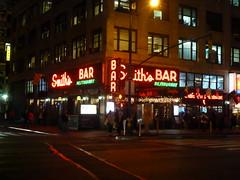 201512101 New York City Midtown (taigatrommelchen) Tags: street city nyc newyorkcity urban usa ny newyork building bar night manhattan midtown 20151250