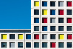 ROC Mondriaan, Den Haag (Hobbyfotograaf, Gouda) Tags: school windows holland color lines architecture facade nikon geometry nederland thenetherlands bluesky denhaag ramen thehague modernarchitecture repeat architectuur lijnen abstractarchitecture geometrie gevel kleuren herhaling laakkwartier modernearchitectuur schoolgebouw geometriegeometry rocmondriaan architectuurdenhaag nikond7200 abstractearchitectuur lasschuyt rinuslasschuyt
