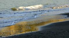senza parole  ... (miriam ulivi) Tags: sunset sea beach nature reflections tramonto mare waves riflessi spiaggia onde nikond3200 miriamulivi