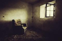 Doloroso es el tiempo... (niripla) Tags: windows luz ventana rusty crusty sof castilla palencia abandonado cerrato