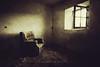 Doloroso es el tiempo... (niripla) Tags: windows luz ventana rusty crusty sofá castilla palencia abandonado cerrato