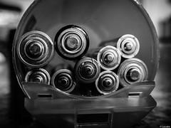 El lado positivo (Luicabe) Tags: blancoynegro monocromo interior luis electricidad zamora cabello cofre batera pila depsito positivo reciclaje energa profundidadcampo macrofotografia yarat1 enazamorado luicabe