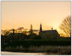 zonsondergang grote kerk (voorhammr) Tags: zonsondergang poes eend oudegracht molens lammetjes omgeving weesp 2016 devecht