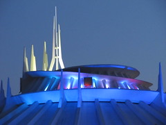 At the top of Hyperspace Mountain. (vickilw) Tags: 6ws disneyland week41 favouritecolour shootanythingsaturday 7daysofshooting hyperspacemountain