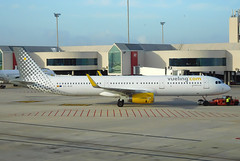 Vueling Airbus A321 EC-MJR (gooneybird29) Tags: airplane airport aircraft airline airbus flugzeug a321 pmi vueling ecmjr