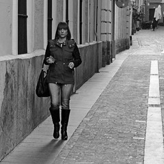 CADIZ 0695 copia (Cazador de imágenes) Tags: street winter españa woman girl female boot photo donna mujer spain nikon foto chica legs boots candid leg streetphotography 15 andalucia cadiz streetphoto invierno andalusia cádiz andalusien diciembre spagna spanje botas andalousie ragazza spania piernas bota pierna 2015 spange cadice cadix photostreet испания андалусия d7000