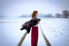 The Queen of Peace [18 - 52] (MonaPunkt) Tags: winter red white snow girl scarf hair freedom peace wind free skirt queen redhead redhair monapunkt