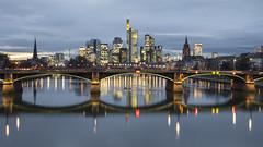 Graue Stunde Frankfurt am Main (Rene Stannarius) Tags: skyline reflections am frankfurt main citylights ostend thebluehour mainufer mainbrücke graue stunde flöserbrücke