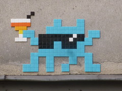 PA 1185 : Sant ! / Space Invader (dcembre 2015) (Archi & Philou) Tags: streetart glass caf mosaic spaceinvader tiles pixelart lunettes verre mosaque carreau paris11