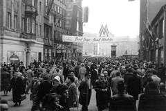 Leipziger Frhjahrsmesse 1961 - Petersstrae (Corno3) Tags: de deutschland kino leipzig menschen capitol sachsen ddr werbung messe 1961 frhjahr
