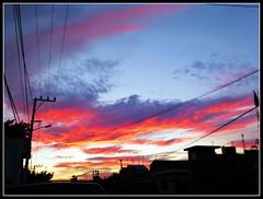atardeci sobre la ciudad, y vieron caer la sombra encima de los tejados (MaPeV) Tags: sunset sun sol mxico canon atardecer powershot cuernavaca morelos g16
