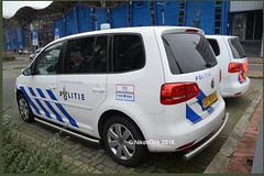 Dutch Police Touran Blue. (NikonDirk) Tags: holland netherlands dutch amsterdam vw volkswagen foto cops nederland police scene science crime cop incident command tr unit investigation politie touran forensic recherche amstelland opsporing hulpverlening forensische nikondirk 07nsr8
