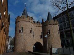Sabelspoort Arnhem (Kvnivek) Tags: netherlands gate arnhem towers fortification gelderland citygate