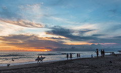 ein abend am meer (maikepiel) Tags: ocean travel sunset sea sky people bali seascape beach clouds strand meer waves colours sonnenuntergang surfer silhouettes himmel wolken menschen indonesien farben wellen canggu silhouetten